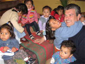 Javier Echevarría with the children Amantaní